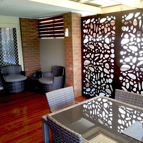 decorar ventanas paneles metálicos