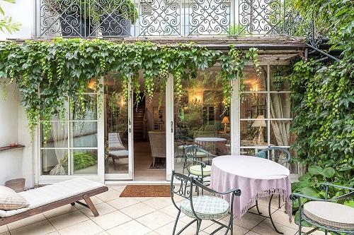 Ideas modernas para decorar ventanas for Amaru en la puerta de un jardin