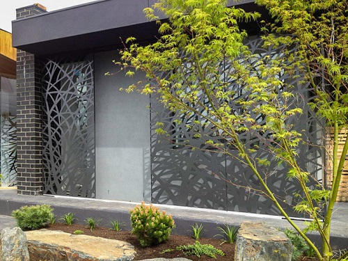 decorar ventanas paneles cortados con láser