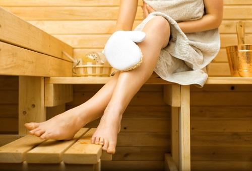 exfoliar la piel ayuda a rejuvenecerla