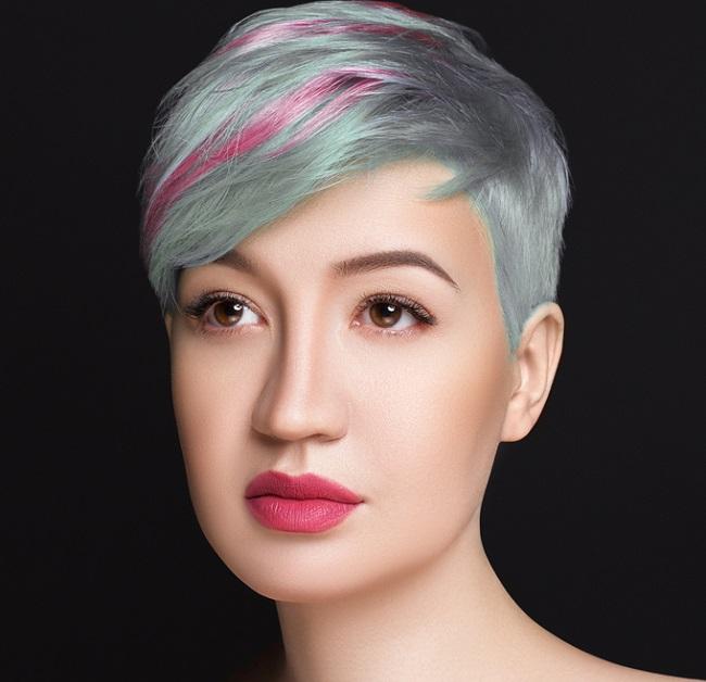añadiendo color azul al cabello