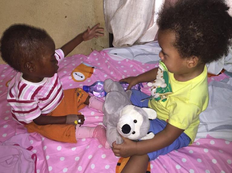 imágenes de rescate de niño nigeriano se hacen virales