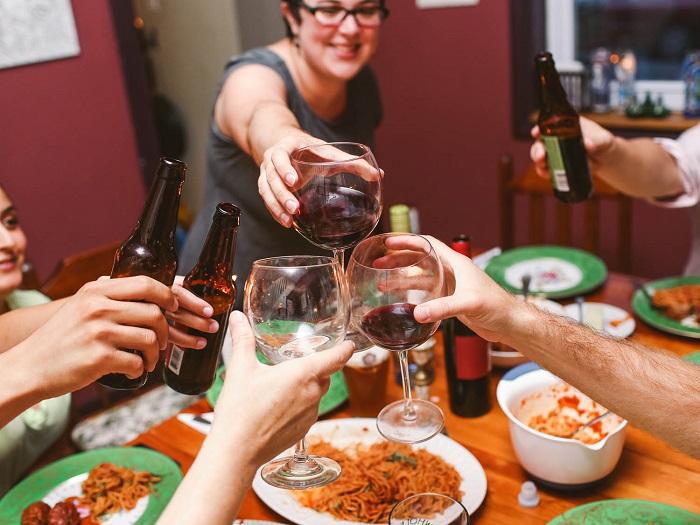 mejora el comportamiento cenar en familia