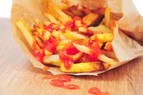 papas fritas del McDonald´s con ketchup