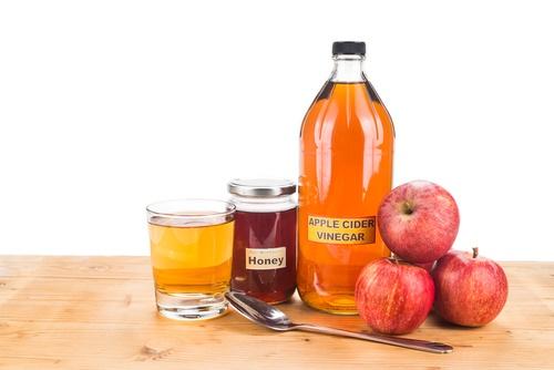 vinagre de sidra de manzana y miel para evitar que se encrespe el pelo