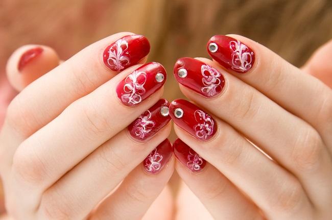 Cómo decorar las uñas en casa
