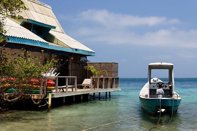 Casa flotante en la costa