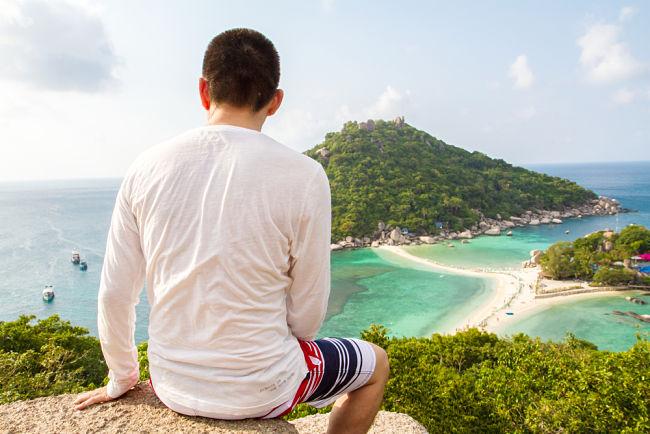 Contemplando la vista de la isla
