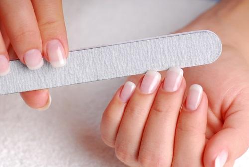 Dejando las uñas perfectas para ser pintadas