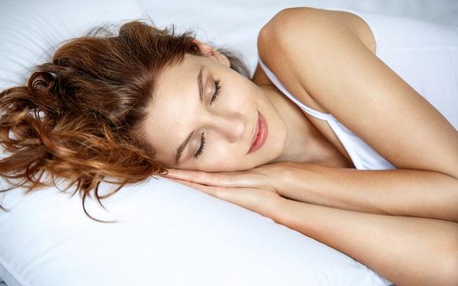 Las consecuencias por dormir con maquillaje