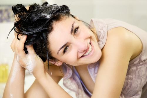 aprende a quitar la grasa del cabello