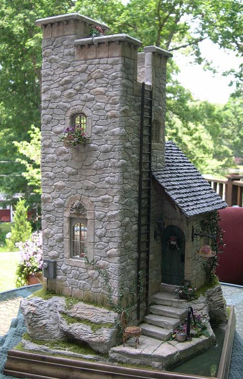 decorar el jardín con casitas de piedra