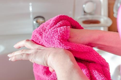 el cuidado de las manos al lavarse