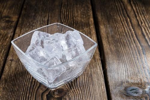 hielo para darle firmeza al pecho