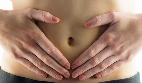 hinojo para aliviar la digestión y mejorar trastornos digestivos