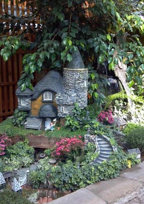 Casas miniatura de piedra para decorar el jard n - Decorar el jardin ...