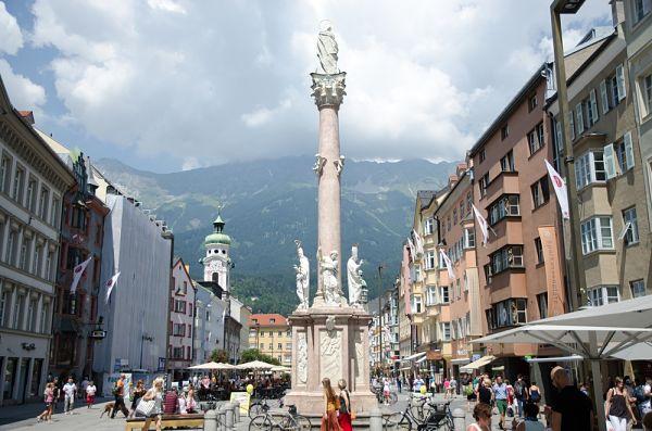Innsbruck en la capital de los Alpes. Está situada en el Valle del Inn, parte de la ruta alpina e austria