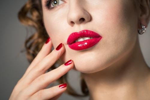 Labios rojos son tendencia de maquillaje para este 2016