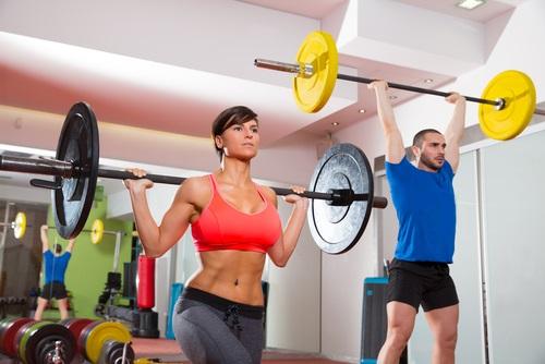 Puedes practicar crossfit en grupo para motivarte más a realizar actividad física