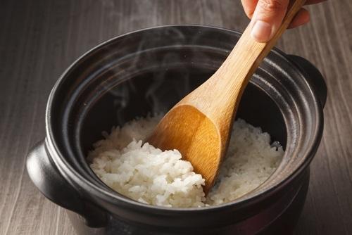 Poniendo a cocer el arroz blanco para elaborar nuestro queso de arroz