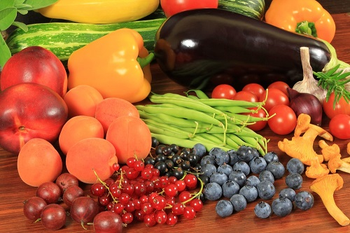 frutas y verduras frescas que ayudan en la salud íntima femenina