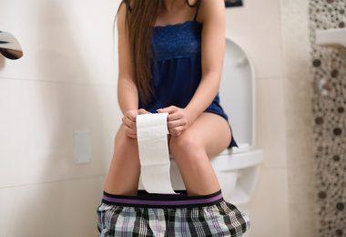 haciendo del baño caca inodoro