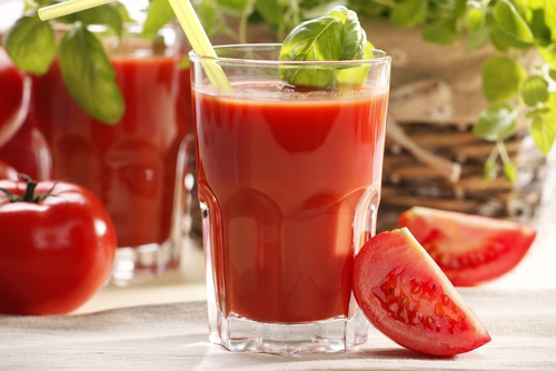 jugo de tomate con albhaca para desintoxicar el cuerpo