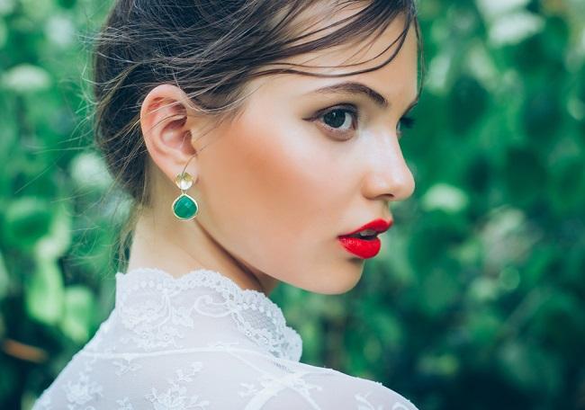 luciendo unos labios atractivos e intensos