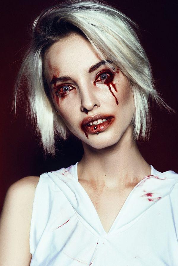 maquillaje para halloween con rostro con sangre personificando a una poseída