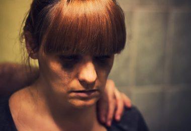mujer con ansiedad tristeza depresión ayuda