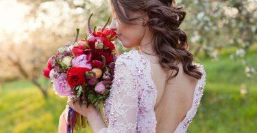 peinados con coronilla para novias o invitadas, un estilo más natural