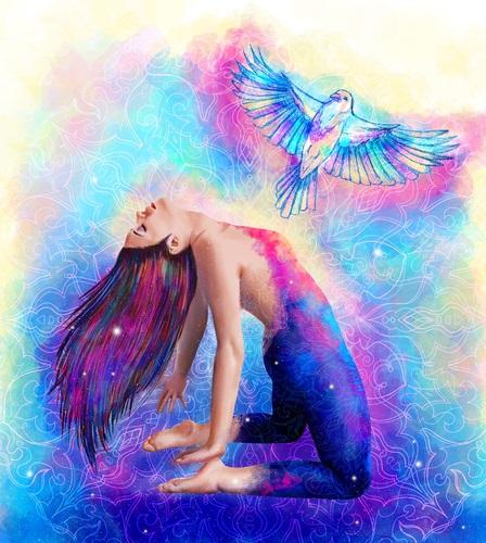 Mujer libre del ego siendo más plena