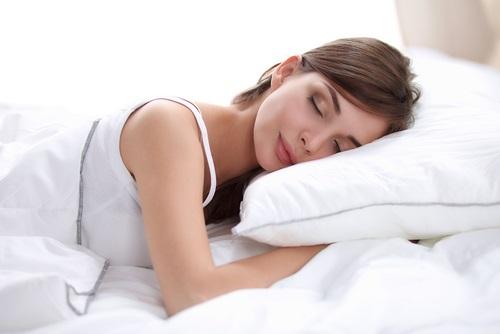 Un sueño reparador colocando un diente de abajo abajo de tu almohada
