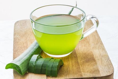 jugo de aloe vera para tratar el cosquilleo en la garganta