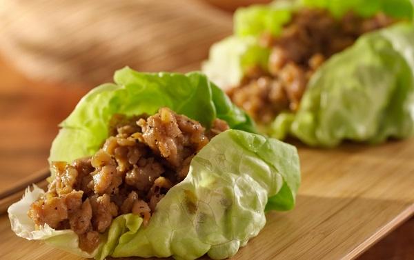 suplir el pan con hojas de lechuga