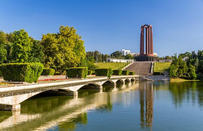 Bucarest la París de Europa 2