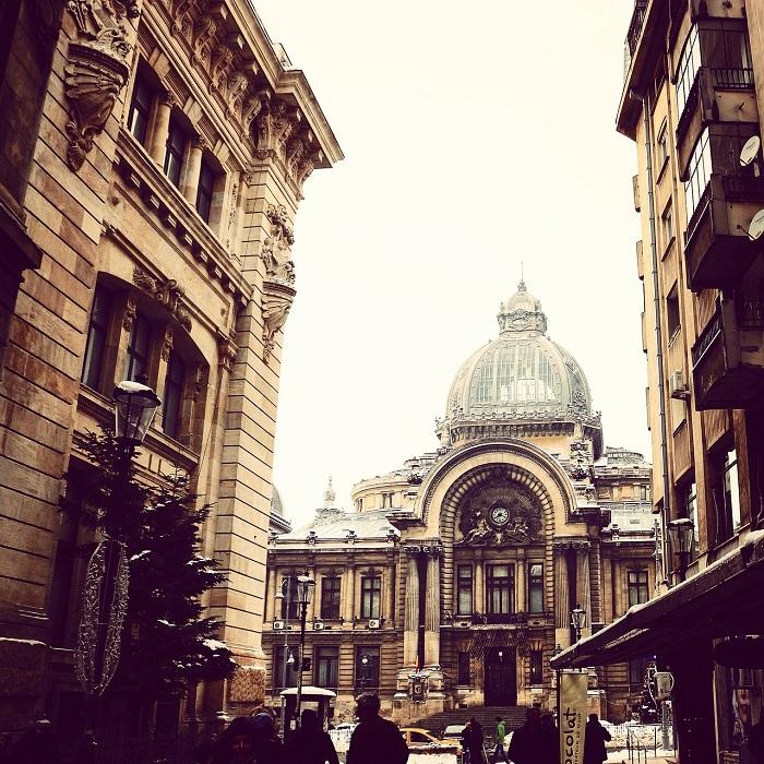 Las fachadas de los edificios en Bucarest la París de Europa