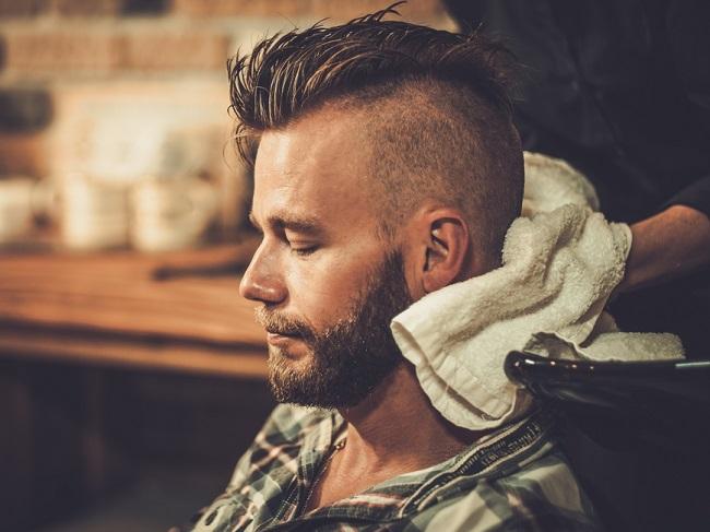 Peinados hombre lados rapados