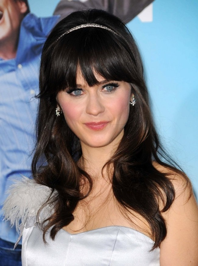 Zooey Deschanel luce un espectacular flequillo
