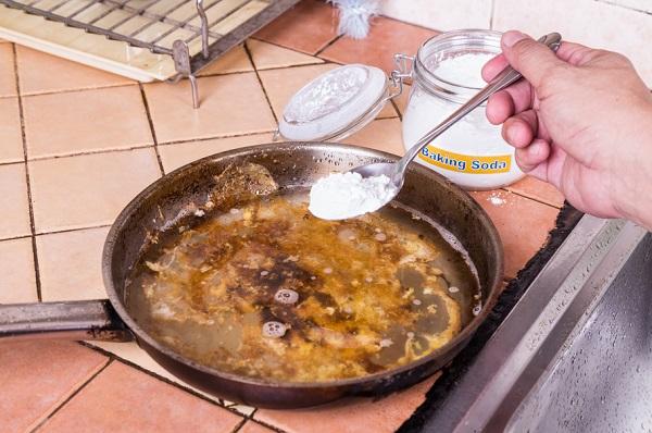 limpiar con bicarbonato de sodio el sartén