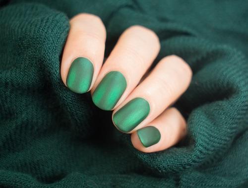 pintura de uñas mate la nueva tendencia