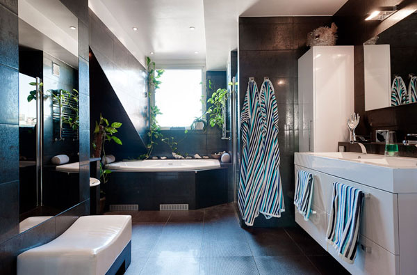 Un baño moderno con objetos con estilo que brindan confort además de vida a esta habitación de la casa