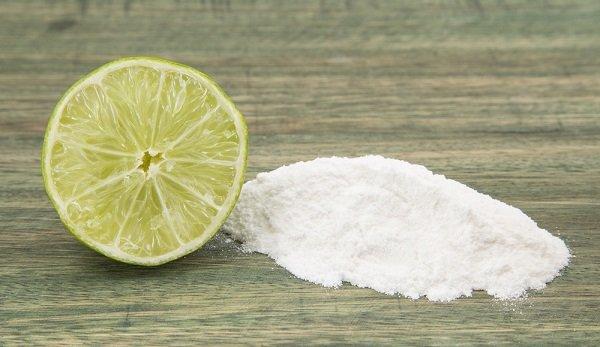 bicarbinato-y-limon-para-el-acne-en-la-espalda