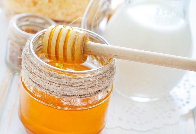 tomar-un-vaso-de-leche-con-miel
