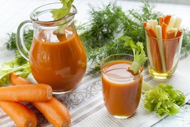 Zumo de zanahorias para tratar la artritis