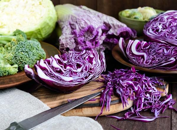 ensaladas para desintoxicar con brócili y repollo