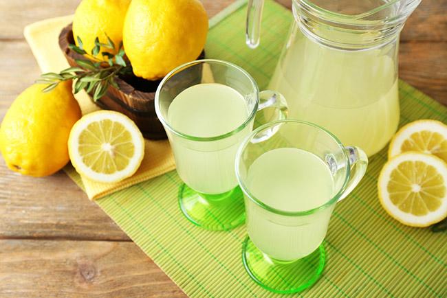 Preparación de limonada para quitar el mal aliento