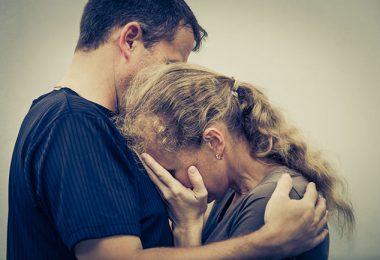 Mujer que sufre depresión llorando
