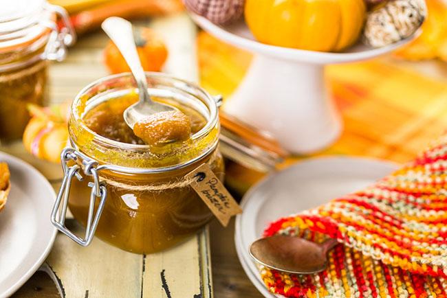 Un frasco con mermelada para tener un buen desayuno nutritivo