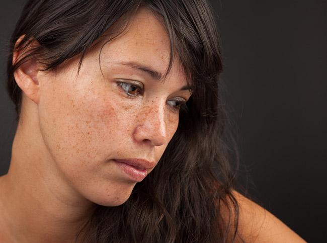 Una mujer joven que padece depresión